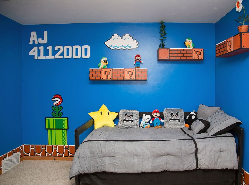 Dad makes mario bros bedroom for daughter geek decor for Chambre lego