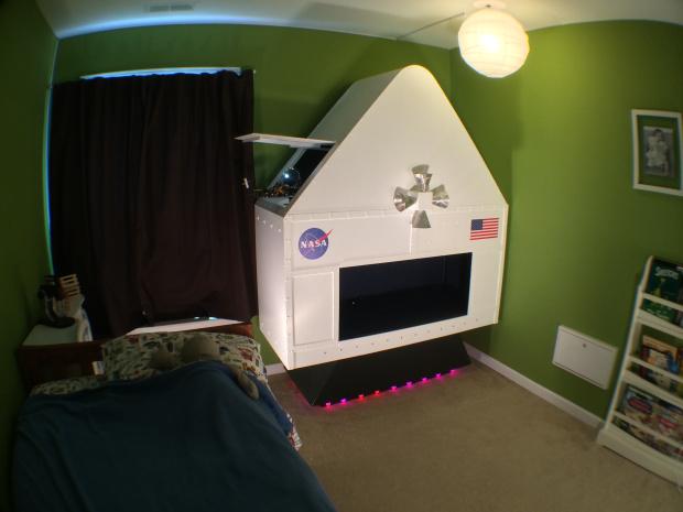 Spaceship Bed - Geek Decor