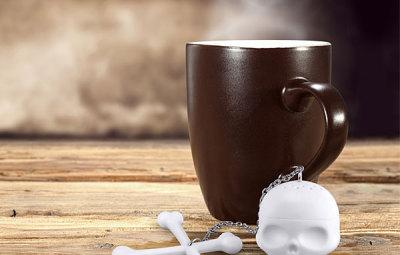 Skull & Crossbones Tea Infuser Mug Shot - Geek Decor