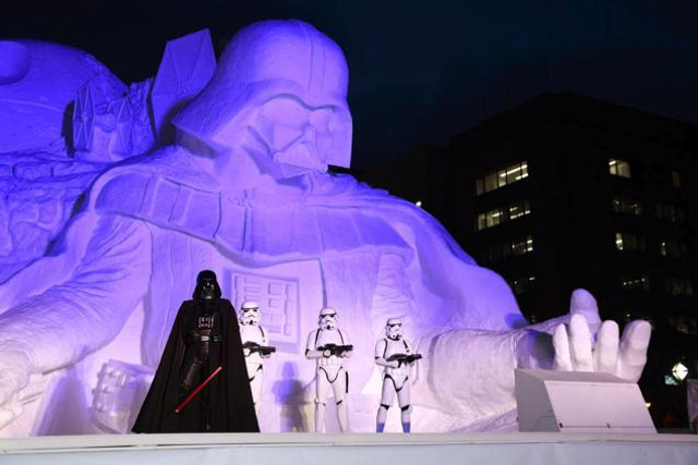 Snow Sculpture Darth Vader Is Your (Founding) Father | Geek Decor
